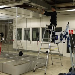 FRANK Giant Showcase in 12 mm VSG Glas - 8.2 m. x 2.4 m. x 2.7 m.